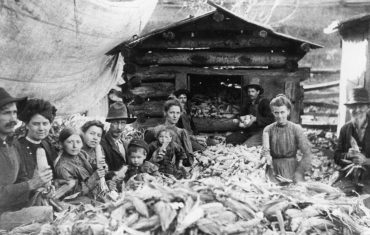 1 Archives--PS-1684 Shucking Corn -- Patrick County Bicenntenial Collection CRP