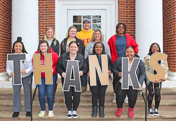 Students show their appreciation to Ferrum College donors.